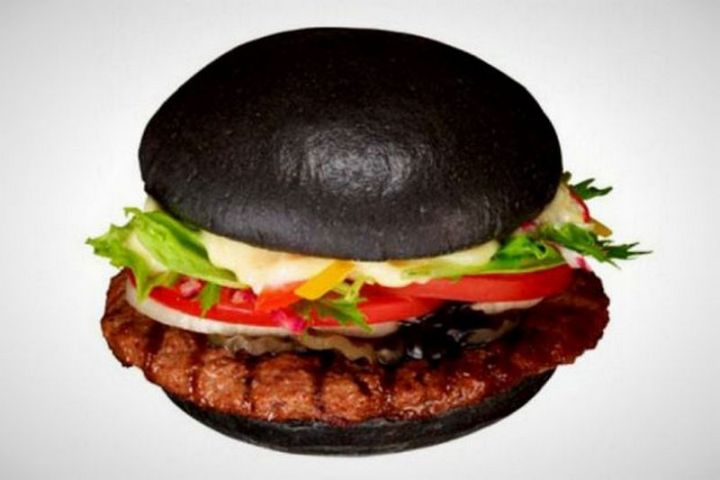 19 Ridiculous But Real Fast Food Items - Burger King Kuro Burger.
