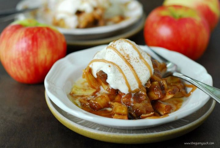 How great does this bloomin' baked apples dessert look?