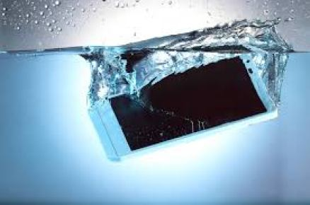DO THIS IF YOUR PHONE FALLS INSIDE WATER