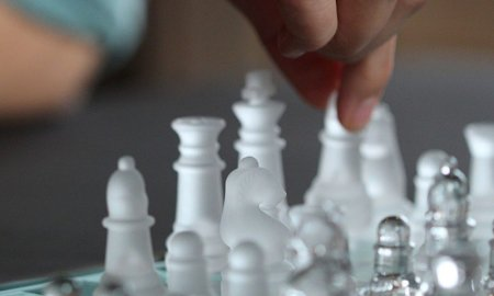 Enjoyed The Queen's Gambit? This 14-course chess bundle will help you become the next Beth Harmon