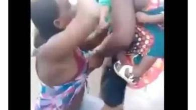 Photo of SHAMEFUL ACT! Two Women Engage in a Hot Fight, Tears their Cloths In Marketplace at Ughelli Delta state