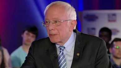 Photo of Sanders fires back at #Hillary, says she's trying to 'relive 2016' by criticizing him