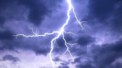 Photo of Lightning strikes woman dead, leaves daughter injured