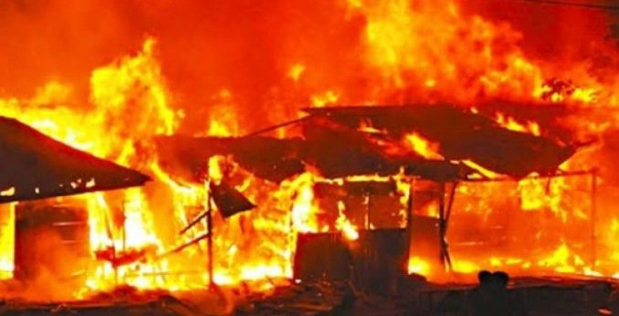 Fire Raise 30 shops, kiosks at Lagos market.  The fire was said to have started around 3 a.m. as a result of an electrical fault in one of the affected shops.