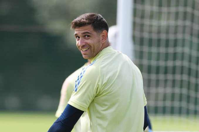Leeds watching situation with Arsenal goalkeeper Emiliano Martinez.  The Leeds United manager is a confirmed admirer of his fellow Argentinian who has interest from up to ten clubs.