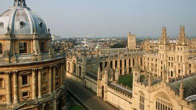 'Fake Oxford University student' begs seller for free hoodie to trick parents
