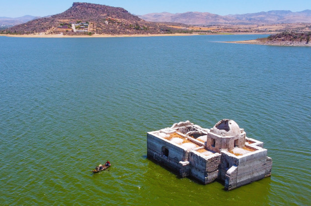 Historic Mexican church rises from the water after 40 years