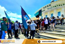 Photo of Puluhan Massa Aksi Gelar Unjuk Rasa Tolak TKA Masuk Gorontalo