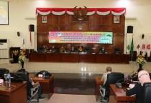 Photo of Di Setujui Oleh Tujuh Fraksi DPRD Provinsi Gorontalo Ranperda APBD Dibahas Sesuai Alur Mekanisme.