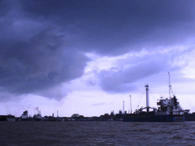 Mendung di Pulau Kemarau