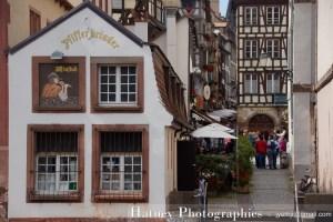 Parcours autour de 10 Statues de coiffes d'Alsaciennes Hatuey Photographies