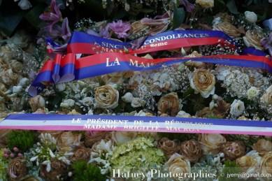 """Paris, Photographies de Paris, Cemetery, Graveyard, Cementerio, Cimitero, Friedhof , Cimetiere du Pere Lachaise , Photographies, Tombe du musicien Compositeur Michel LEGRAND """"©Hatuey Photographies"""", Fleurs"""