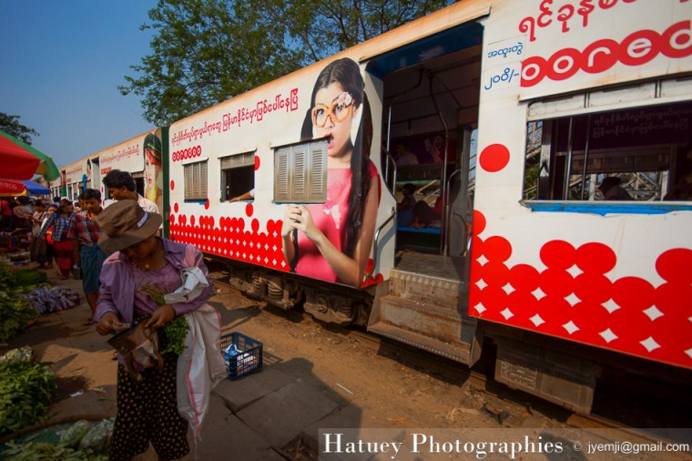 Yangon, le train circulaire by ©Hatuey Photographies