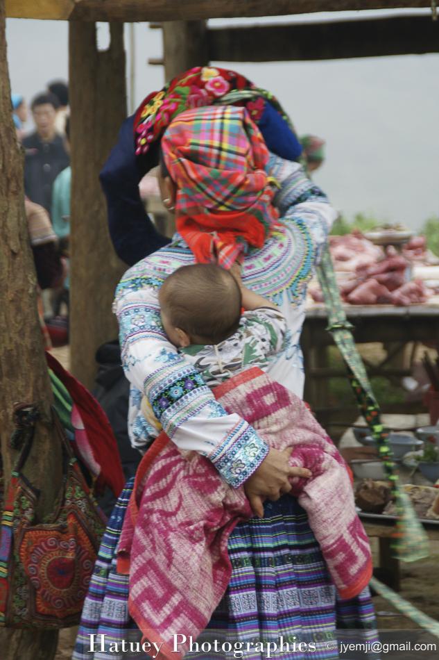 Marché des Hmongs fleuris à Coc Ly) © Hatuey Photographies