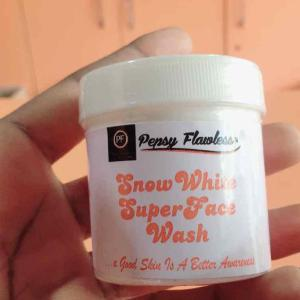 Snow White Super Face Wash