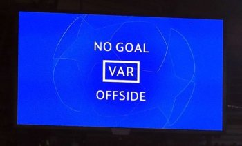 ไอเอฟเอบี สั่งห้ามโชว์ภาพช้า VAR บนจอยักษ์ จนกว่าจะมีผลตัดสิน