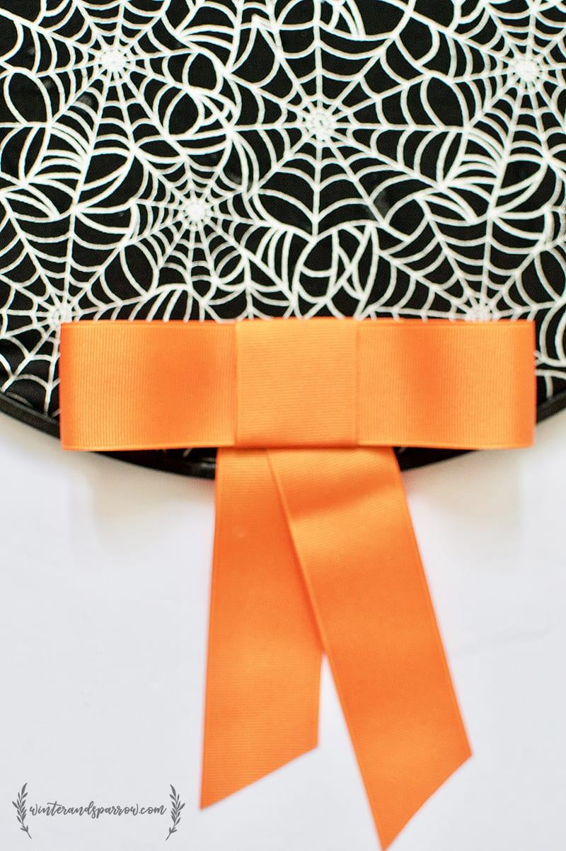 Make A Simple + Spooky Halloween Wreath For $5 winterandsparrow.com #halloween #halloweencrafts