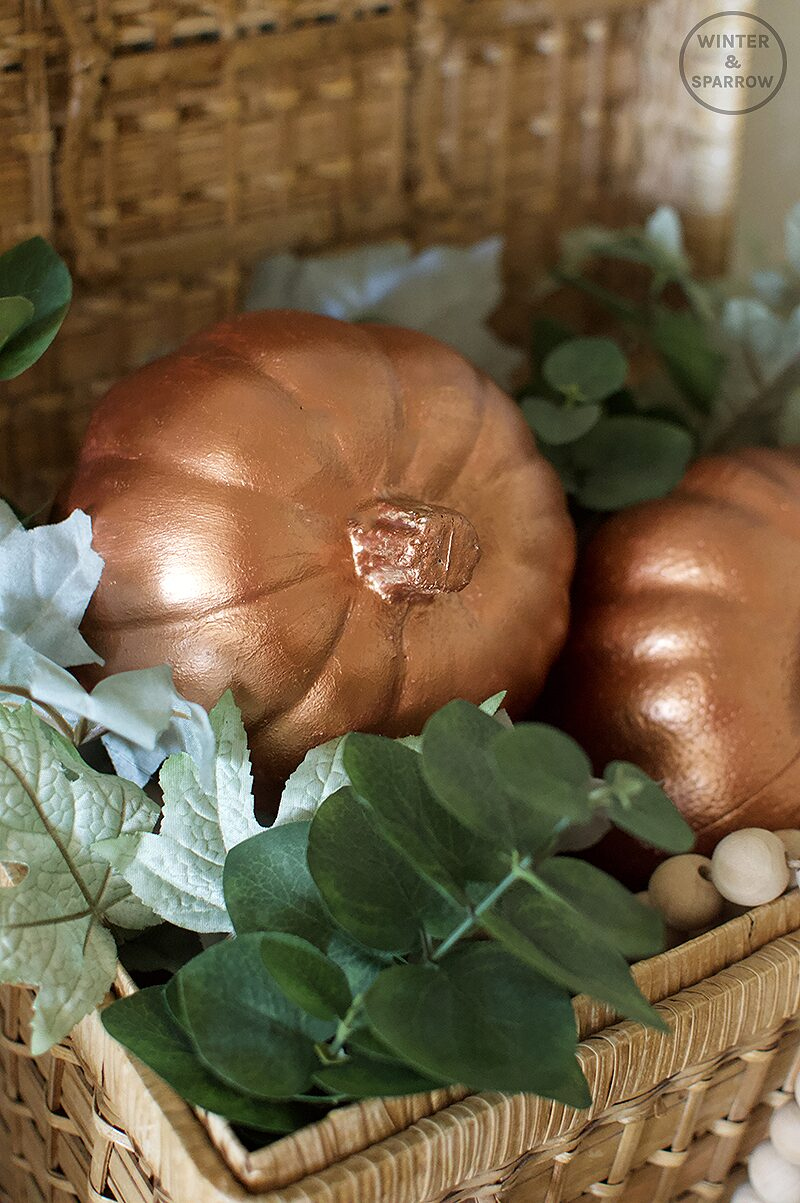 Small Entryway Decorating For Fall + How To Transform A Dollar Store Pumpkin Into A Fancy Copper Pumpkin | winterandsparrow.com #decoratingforfall #copperpumpkin #metalliccopper #thriftstoreshopping