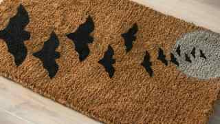 Make a Simple Halloween Doormat with Spray Paint