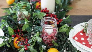 A Simple Holiday Tablescape