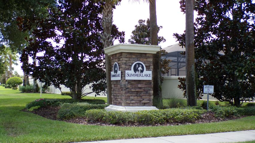 Summerlake homes for sale.  Summerlake real estate. Small Entrance . RIch Noto