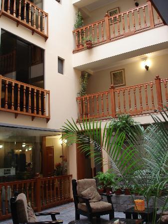 the-foyer-ruinas-hotel-cuzco