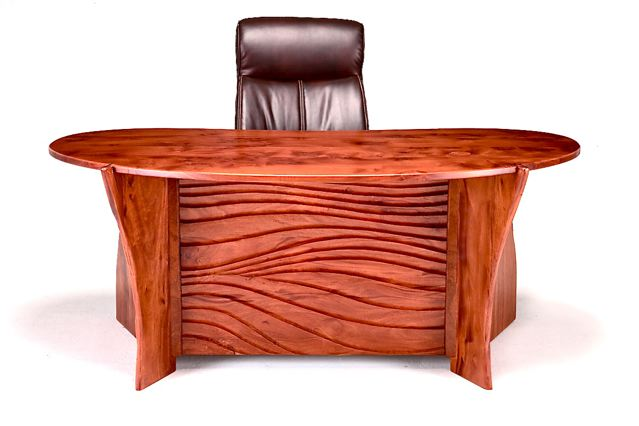 SCULPTED DESK INSPIRED BY A NEIGHBORHOOD TREE