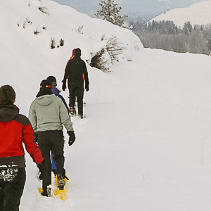 go snowshoeing in Winthrop Washington snowshoe rentals