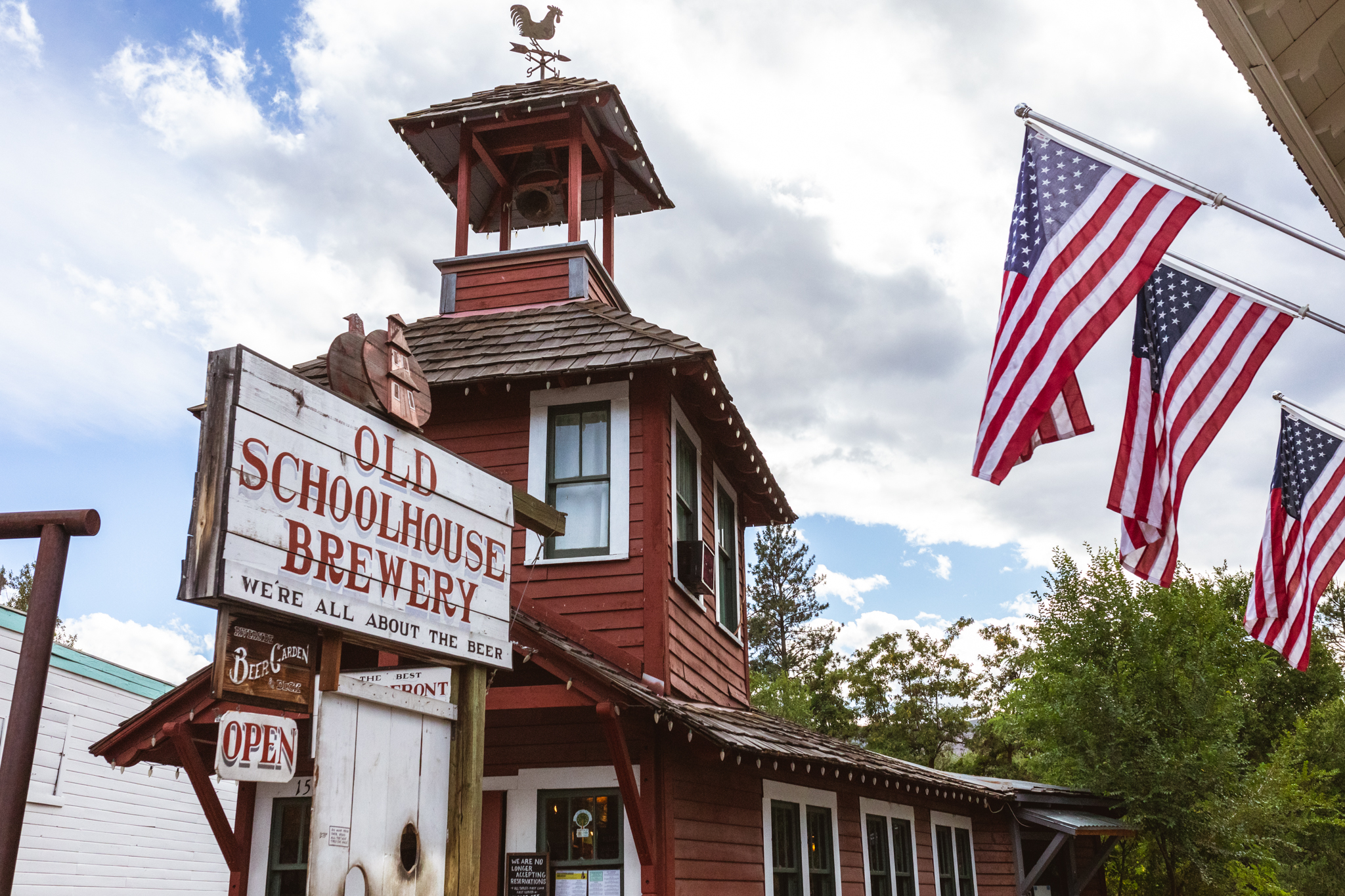 Old Schoolhouse Brewery Winthrop, WA IPA Methow Valley can art riverside seating