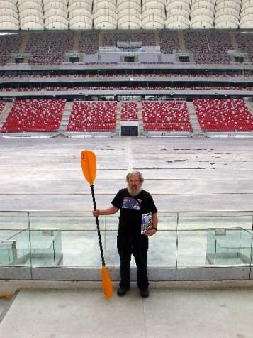 Nasz magazyn był organizatorem Dnia Kajakarza podczas targów. Olek Doba nie mógł się doczekać, kiedy zaleje stadion słoną oceaniczną wodą podczas swojej prelekcji (fot. Adam Grzegorzewski)