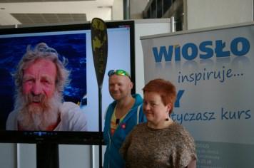 Szczęśliwy zwycięzca aukcji z naszą redakcyjną koleżanką (fot. Tomasz Woźniak)