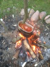 Pora na obiad. Fasola w pomidorach z kiełbasą śląską i mnóstwo tabasco