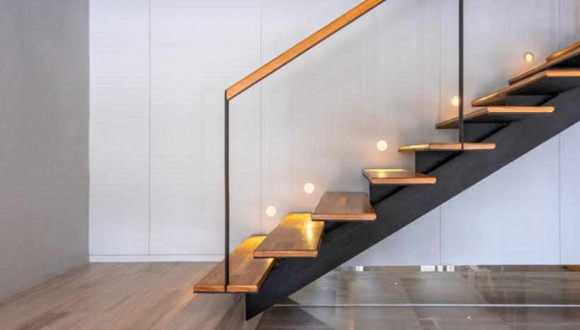 Come si dovrebbe combinare una rampa di scale con il resto degli interni? 5 Colori Perfetti Per Le Pareti Delle Scale Interne