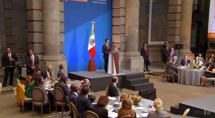 Peña Nieto afirma que México trabaja para disminuir mortalidad por cáncer DOm6U91WAAACa7-
