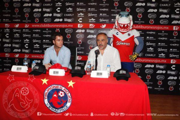 Mustieles presentó a Guillermo Vázquez
