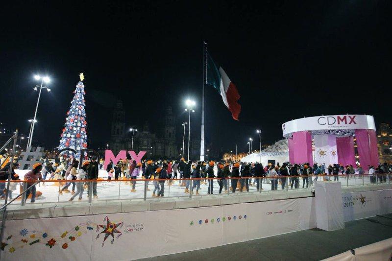 Mañana último día para disfrutar de la pista de hielo en el Zócalo DQz5Jd9VAAAv439