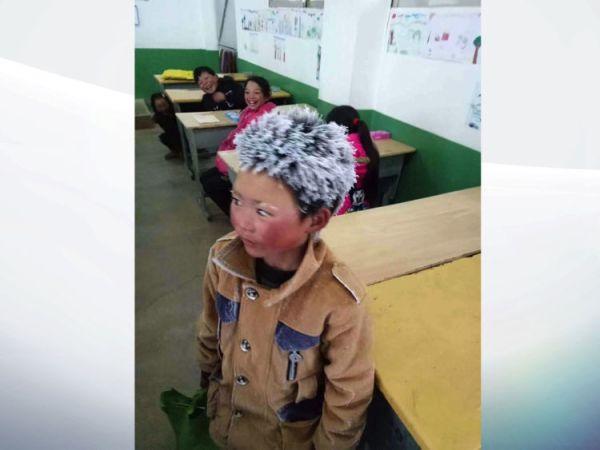 Este niño que llega congelado a la escuela ha conmovido al mundo skynews-frozen-boy-china_4202631-600x450