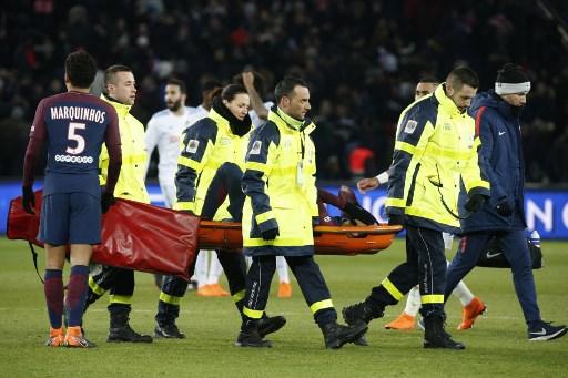 El tobillo de Neymar amenaza con torcer la temporada del PSG 000_1188BS