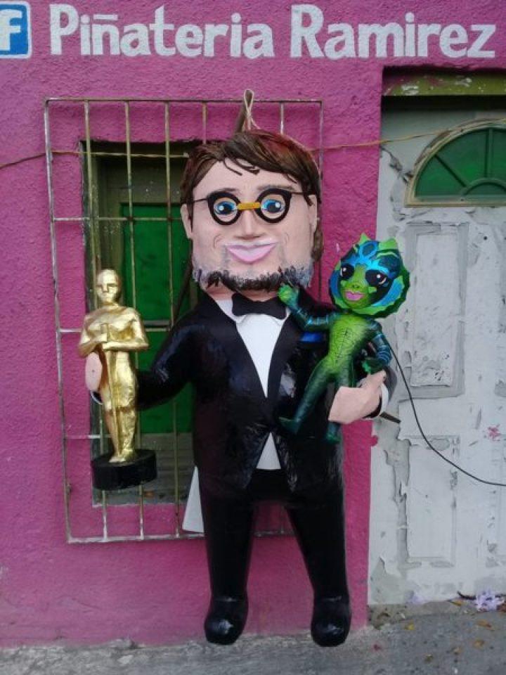 Ya tiene piñata Guillermo del Toro y uno de sus Premios Oscar 29062622_1457011384427271_615613072878338048_n