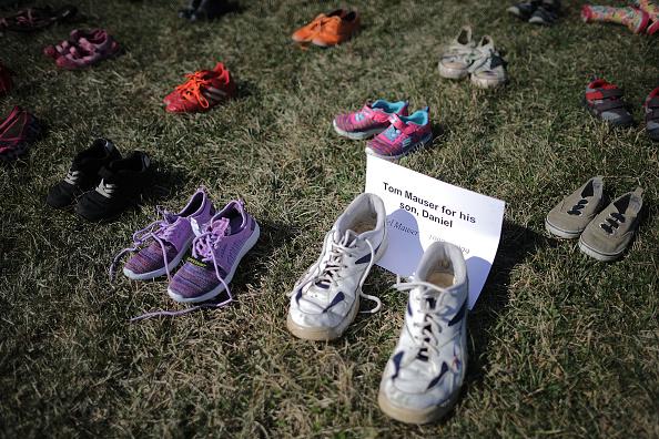 El Capitolio de EU se llena de zapatos por cada niño asesinado con armas de fuego 931448634