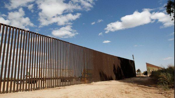 9 datos sobre los prototipos del muro fronterizo de Donald Trump DX-x_9lW4AAx6wf-600x338