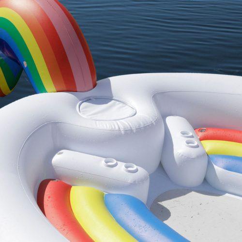 Este es el inflable que todos van a querer en vacaciones pool-float-unicorn-drinks-1520603241-500x500