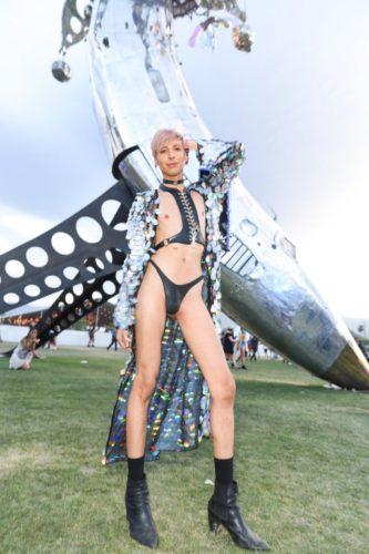 Galería: Los outfits del Coachella, el festival de música más fashionista 063_946730074-333x500