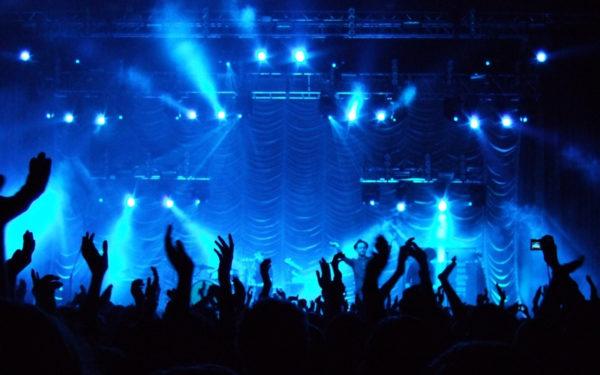Estudio revela que las personas que van a conciertos viven más 835265-l-600x375