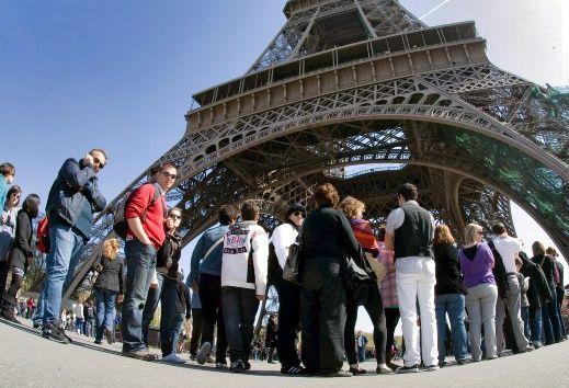 Cierran por tiempo indefinido la Torre Eiffel DaroaUVU0AAQoum