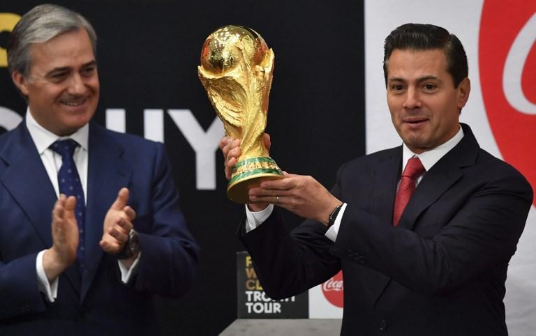 Llega la Copa del Mundo de Rusia 2018 a México y EPN la levantó epn-1