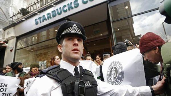 ¿Discriminación racial? Polémica por arresto en famosa cafetería protestas-starbucks-reuters-644x362-600x337