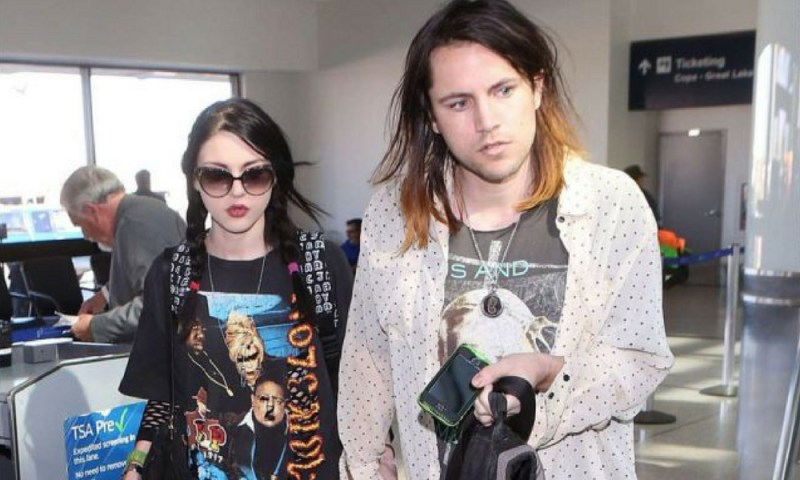 Fin de herencia familiar: Frances Bean Cobain pierde la guitarra de su padre Dise%C3%B1o-sin-t%C3%ADtulo-33