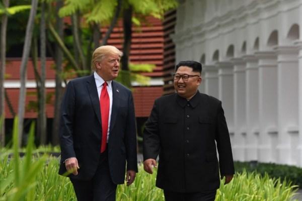"""Este fue el """"especial"""" regalo que le dio Donald Trump a Kim Jong Un 000_16Y4VE-600x400"""