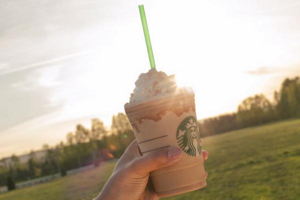 A las tortugas les gusta esto: Starbucks eliminará popotes a nivel mundial Popote